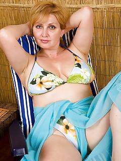 Moms Bikini Pics