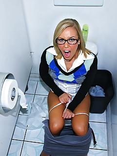 Moms Toilet Pics