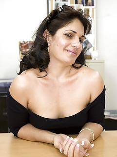 Latina Moms Pics
